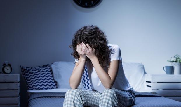 mujer sin poder dormir